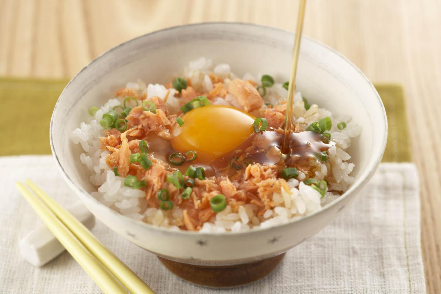 さけフレークの卵かけご飯
