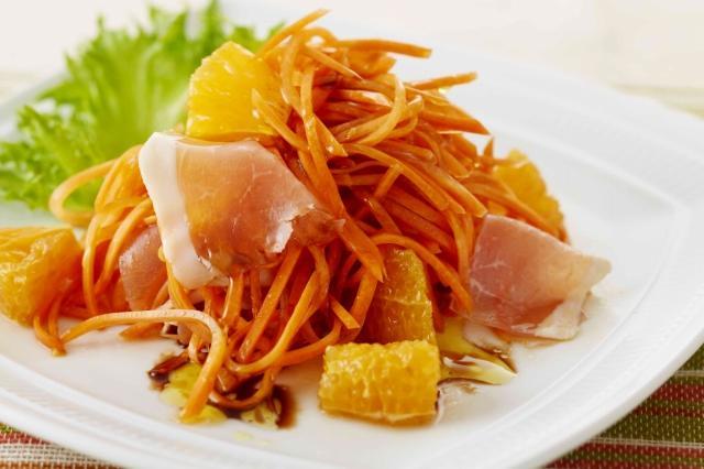 にんじんとオレンジ・生ハムのサラダ