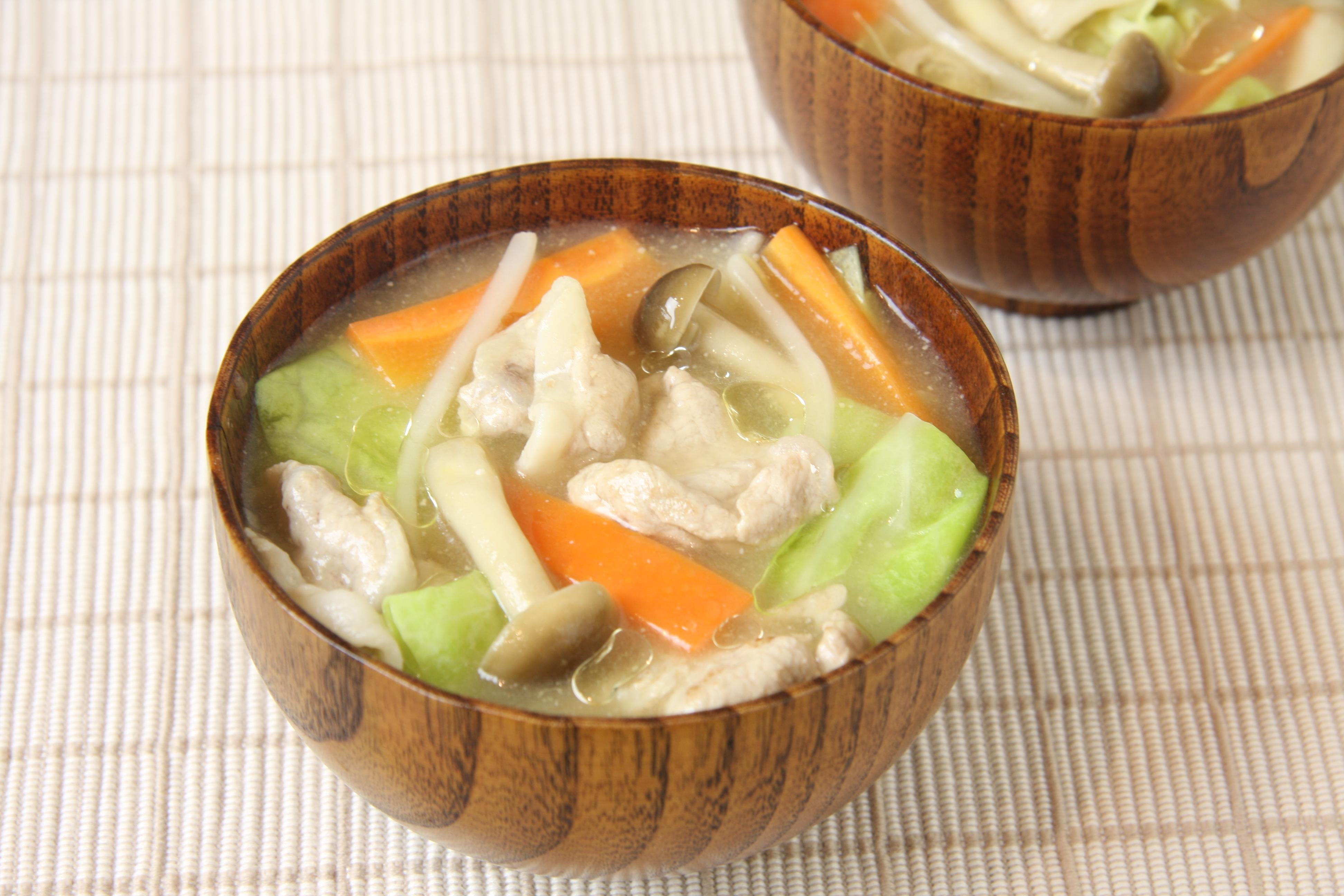 カット野菜で具だくさんみそ汁 オリーブ&ガーリック風味